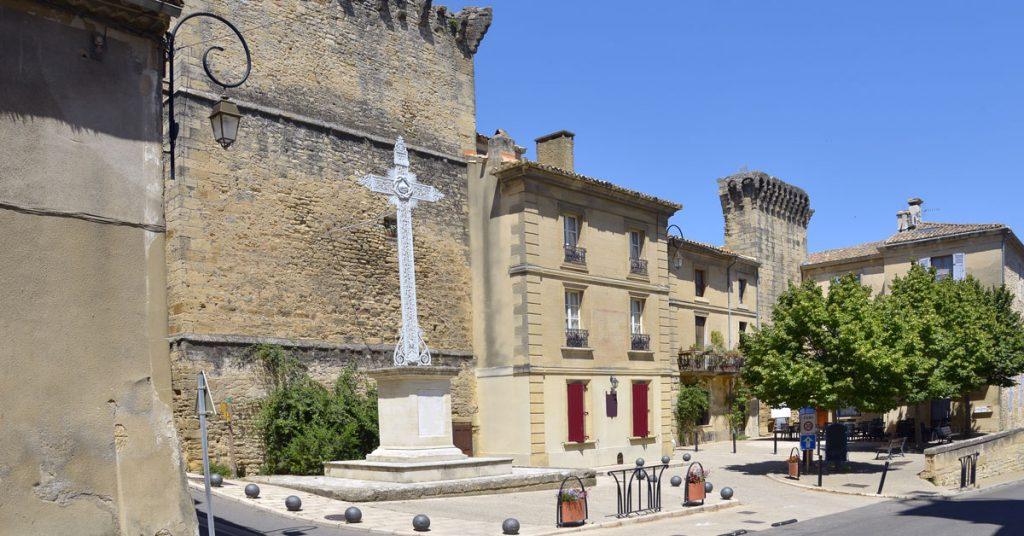 À mi-chemin entre Nimes et Avignon: Ma balade dans le vieux village de Remoulins