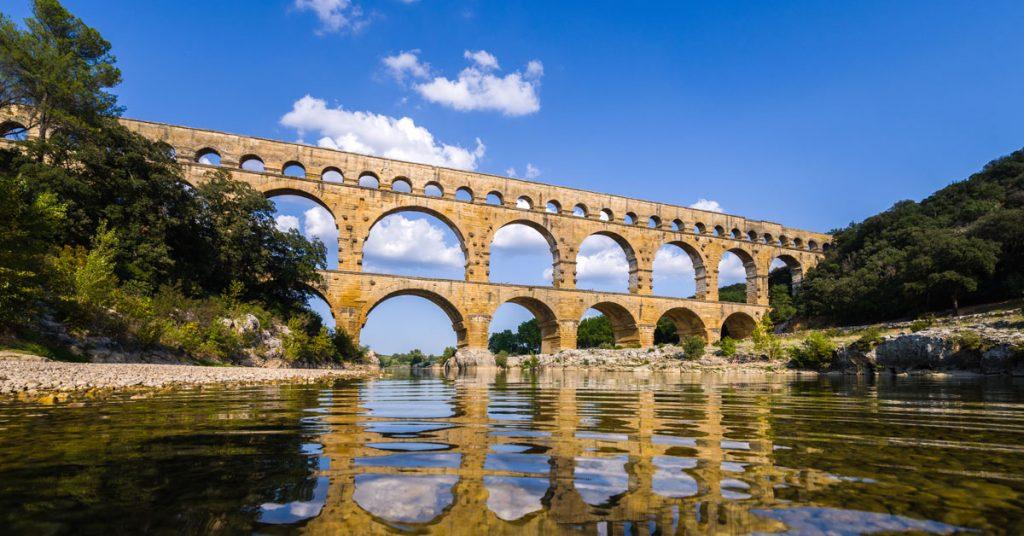 Qu_est-ce-qui-fait-du-Pont-Du-Gard,-un-ouvrage-emblematique-de-l_époque-Romaine